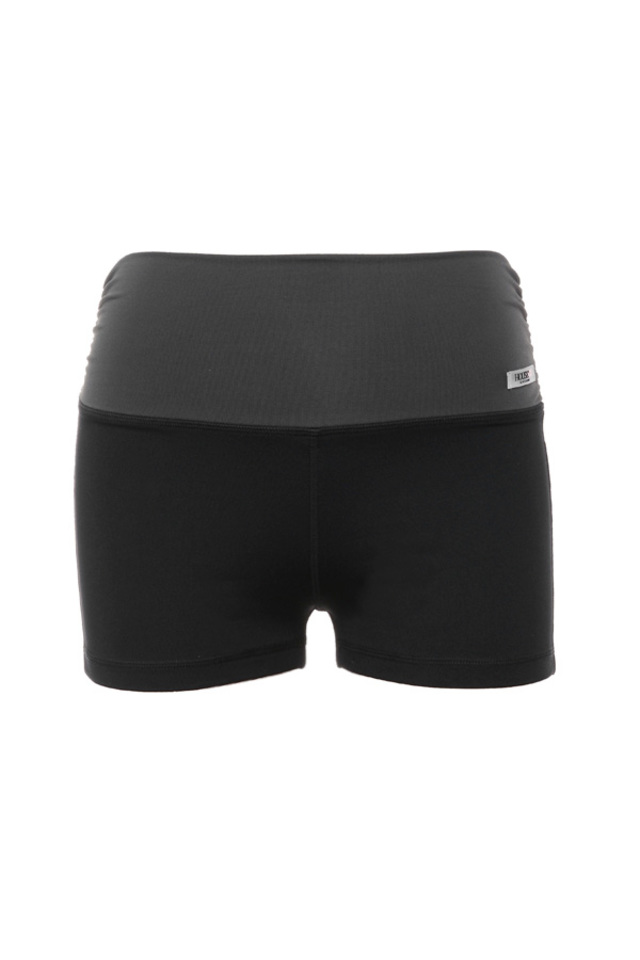 the warm up workout shorts in black