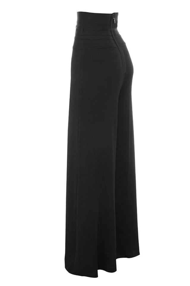 caryss in black