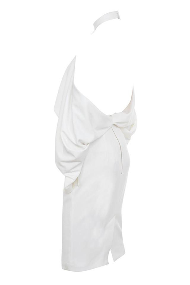 camora in white