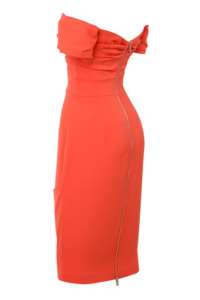 anaelle in orange