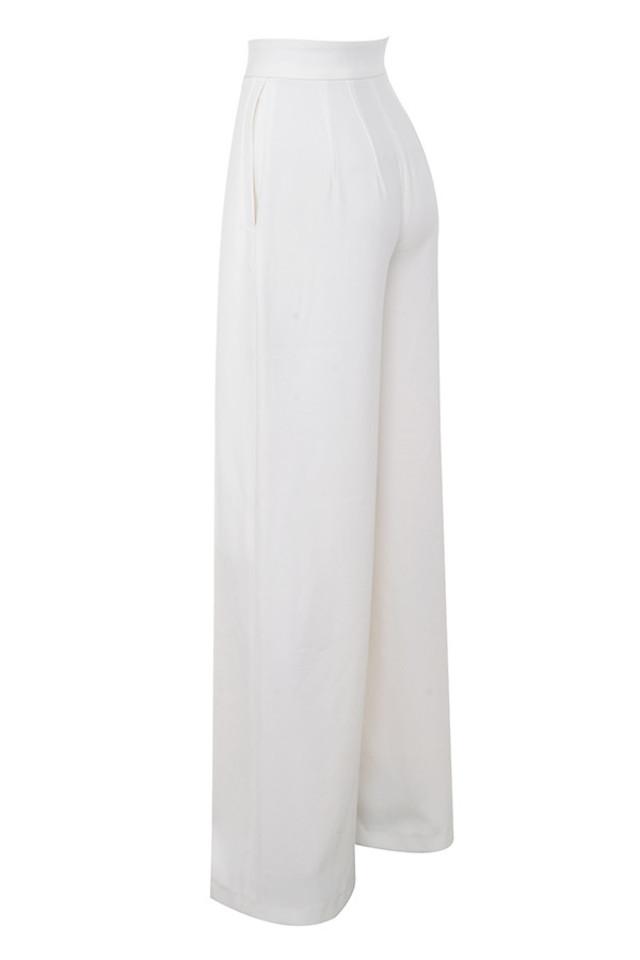 maite in white