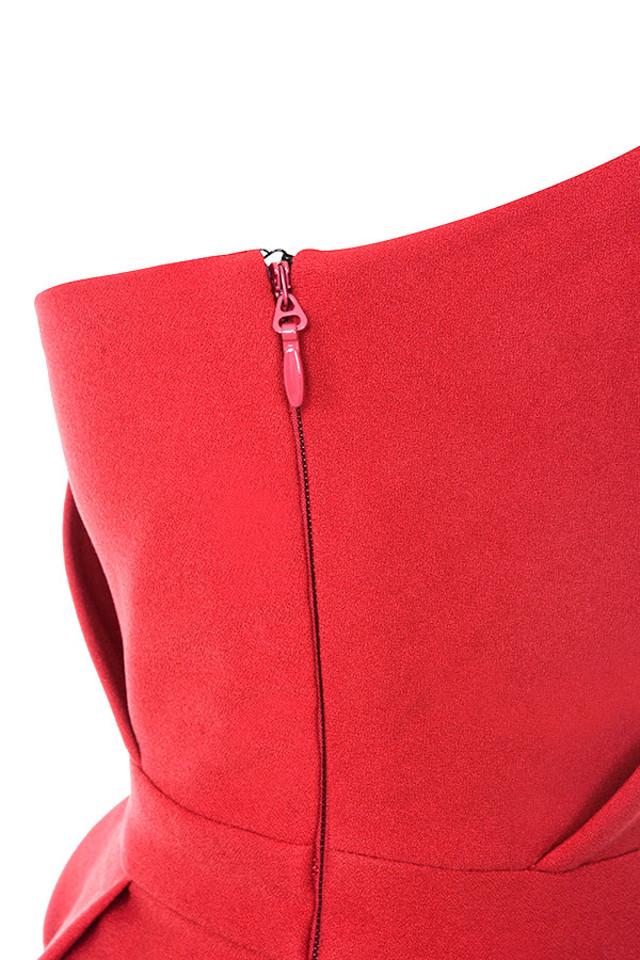 uma red dress
