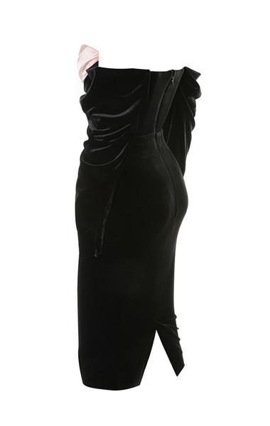 fifi in black