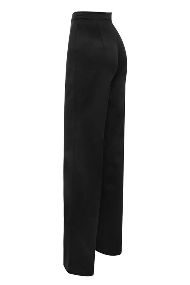 amalia in black