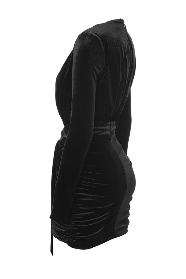 farrah in black