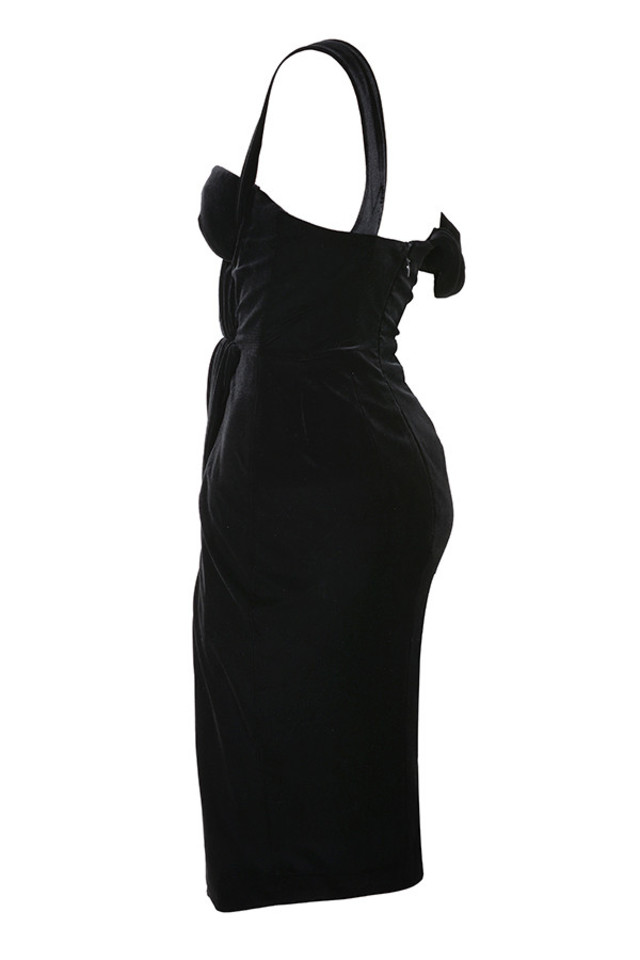 petronella in black