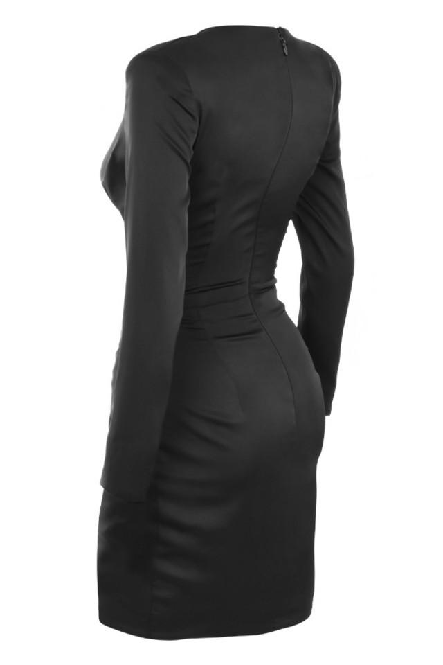 nelinha in black