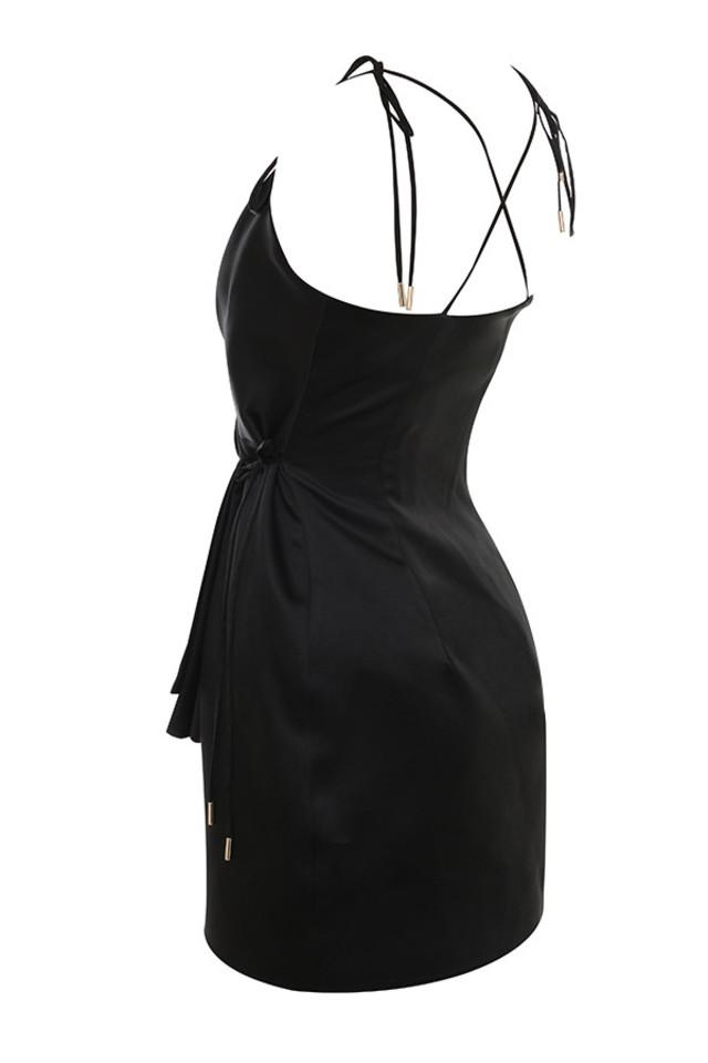 maryam in black
