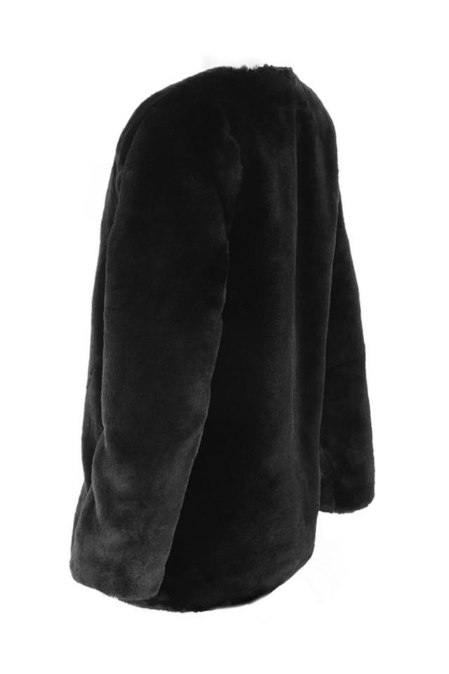 roberta in black