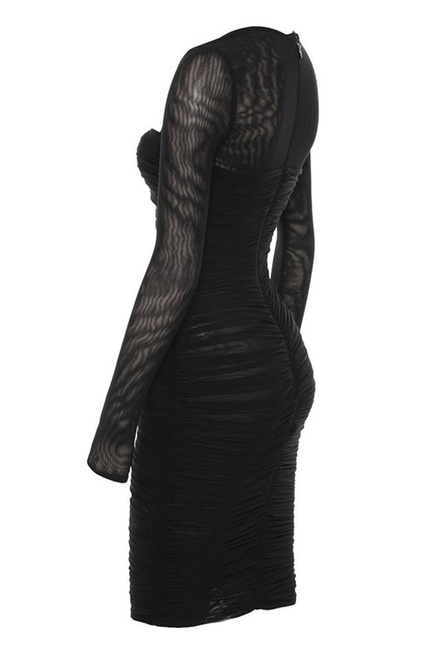 tavia in black